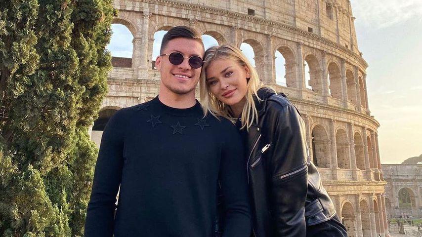 Luka Jović und Sofija Milosevic vor dem Colosseum in Rom