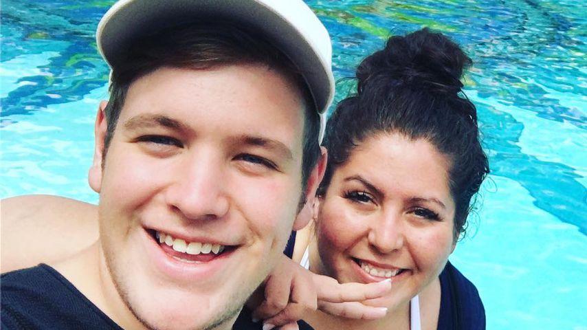 Lukas Otte und Janine El Arguioui in einer Hotelanlage in Südafrika
