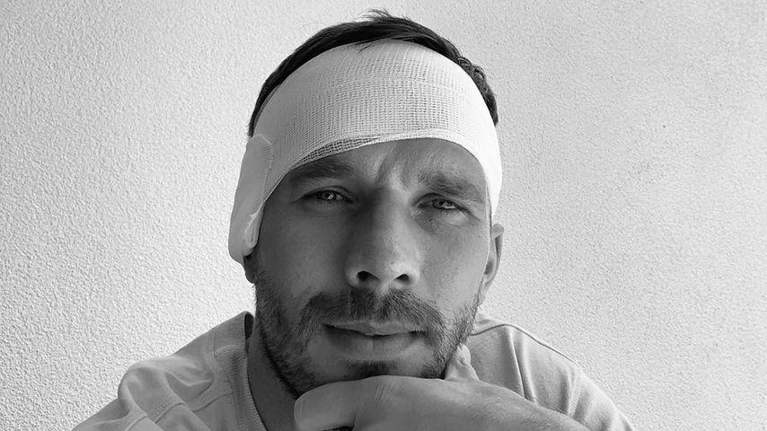 Mit Kopfverband: Poldi bedankt sich für Fan-Unterstützung