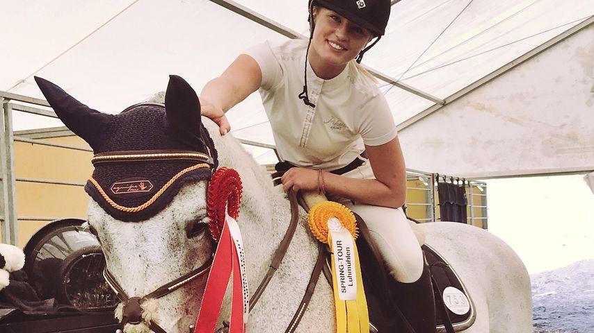 Luna Schweiger auf dem Turniergelände Luhmühlen