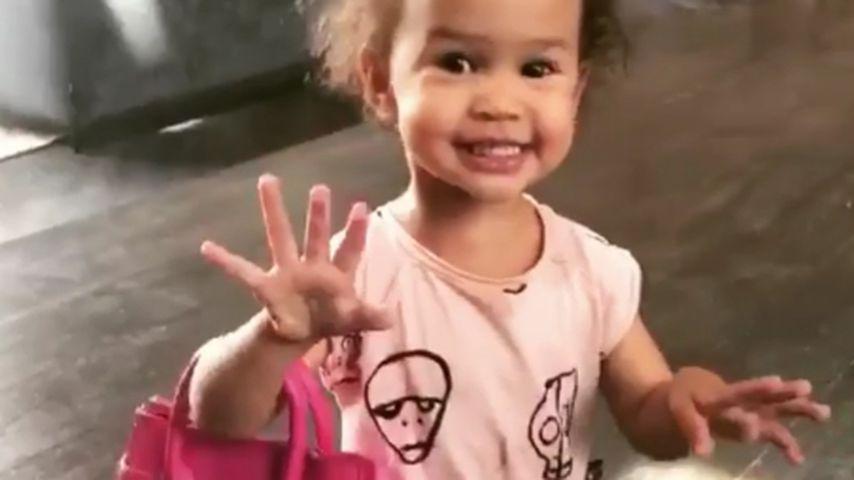 Chrissy Teigens Tochter Luna: Stöckelschuhe mit zwei Jahren!