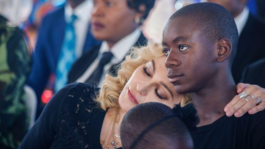 """Madonna und ihr Sohn David Banda bei der Eröffnung des """"Mercy James Children's Hospital"""" in Malawi"""