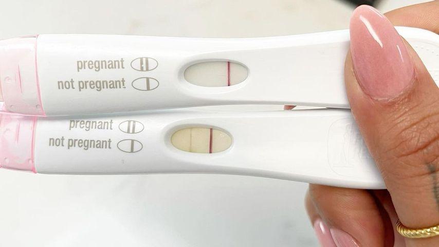 Malin Andersson zeigt ihre Schwangerschaftstests