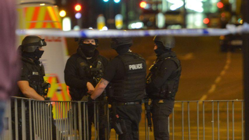 Polizisten nach dem Terroranschlag in Manchester Arena