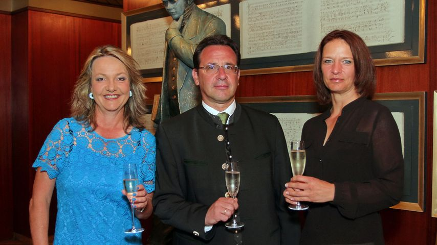 BR-Sportchefin Marianne Kreuzer (links) und ZDF-Sportjournalistin Jana Thiel mit Diethmar Wernitznig
