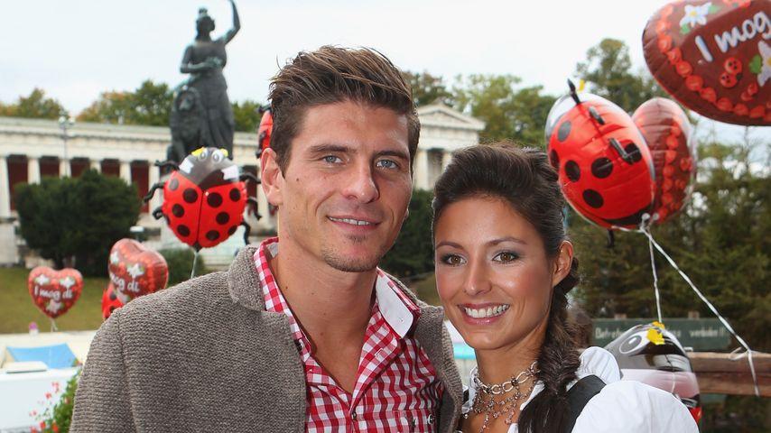 Mario Gomez und Silvia Meichel auf dem Oktoberfest im Jahr 2012