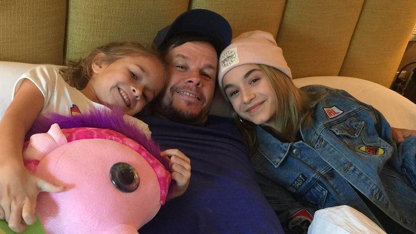 Mark Wahlberg mit seinen Töchtern Grace und Ella im Januar 2017