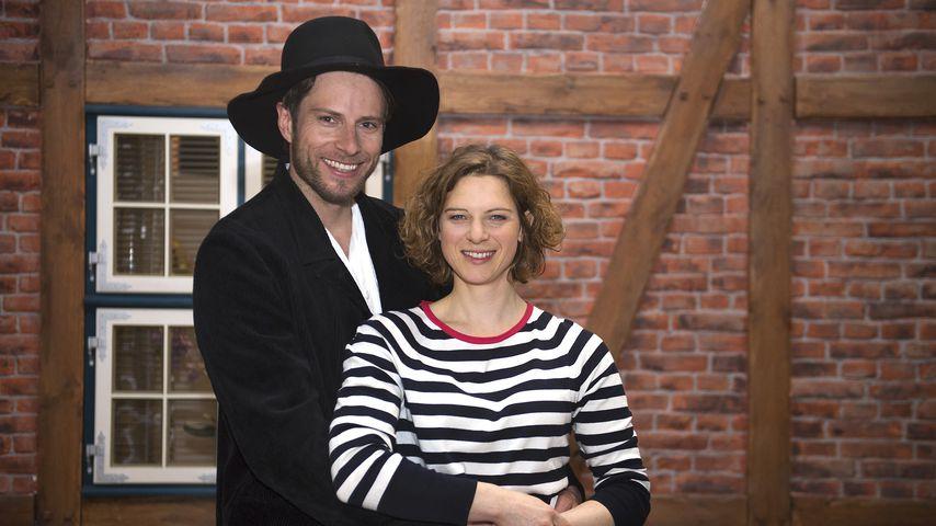"""Marlon Putzke und Anjorka Strechel am """"Rote Rosen""""-Set"""