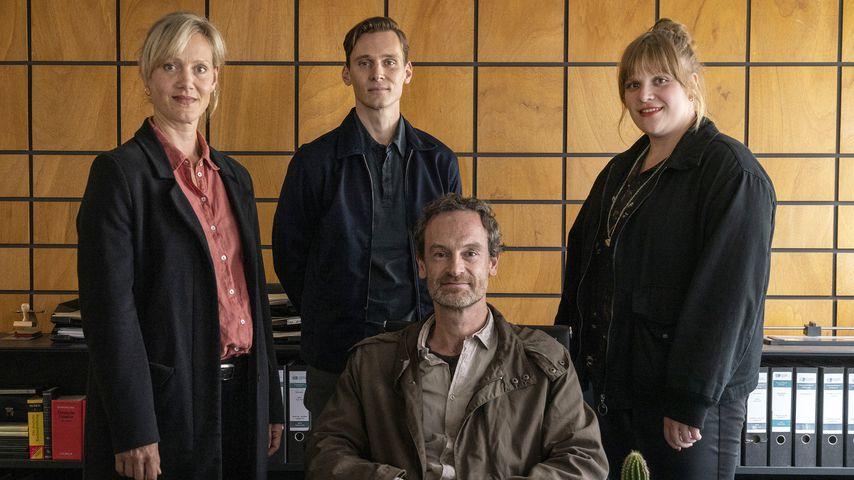 "Anna Schudt, Rick Okon, Jörg Hartmann, Stefanie Reinsperger im ""Tatort: Heile Welt"" 2021"