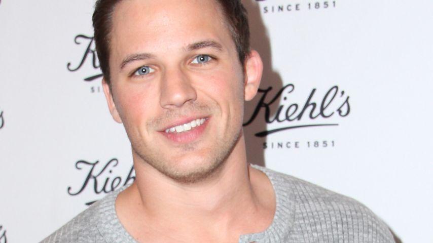 """Glückstag: """"90210""""-Star hilft Teenies bei Reifenwechsel"""