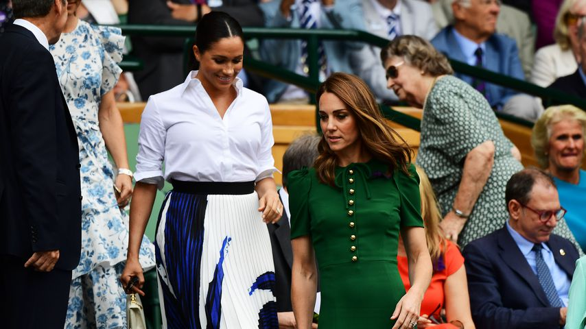 Kate & Meghan bei Tennis-Match: Welches Outfit ist schöner?
