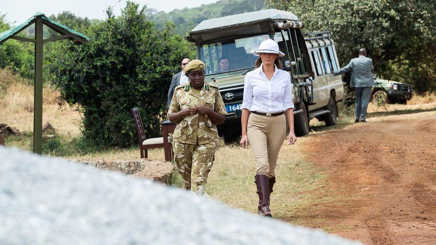 Melania Trump besucht Baby-Elefanten in Nairobi
