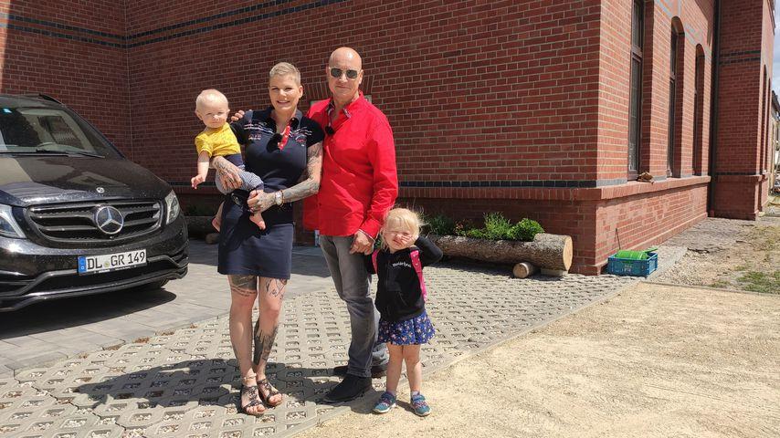 """Melanie Müller mit Ehemann Mike und ihren Kindern bei """"Plötzlich arm, plötzlich reich"""", 2020"""