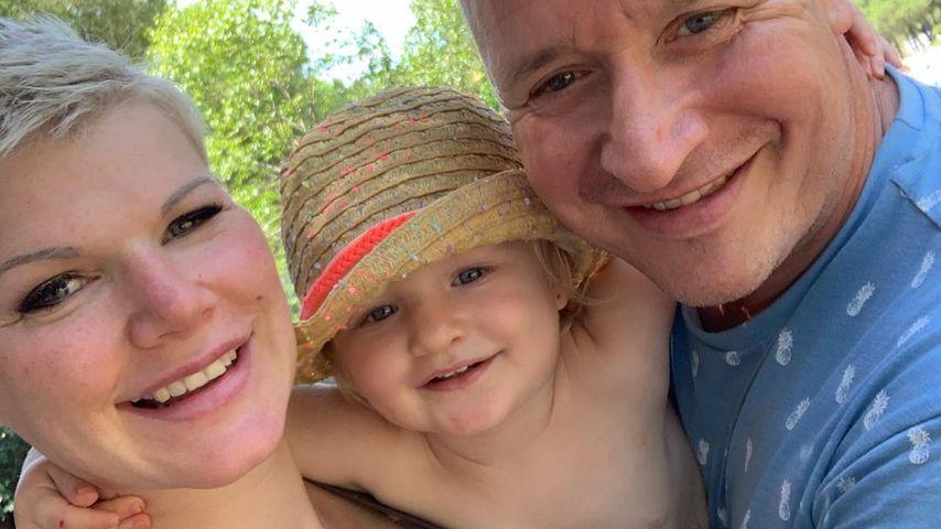 TV-Bekanntheit Melanie Müller mit ihrer Tochter und Ehemann Mike