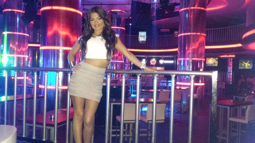 Melanie Schnee in einer Diskothek