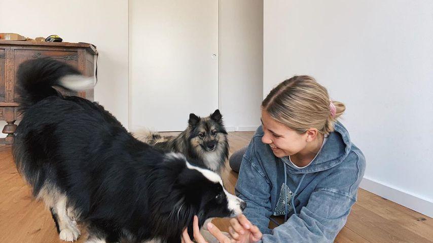 Melina Sophie mit ihren beiden Hunden