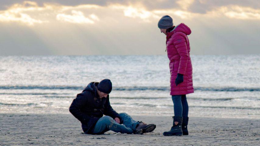 Merlin Leonhardt und Ulrike Frank bei GZSZ-Dreharbeiten an der Nordsee