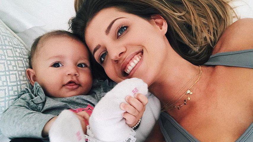 """""""Seit heute sitzt Mia"""": Mama Sarah Harrison ist so stolz!"""