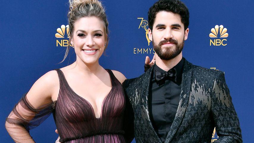 Mia Swier und Darren Criss bei den Emmy Awards 2018