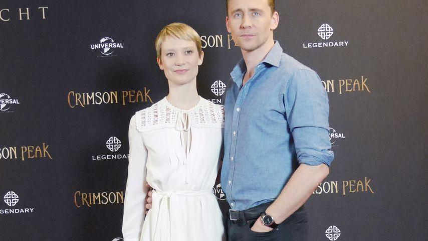 Tom Hiddleston und Mia Wasikowska