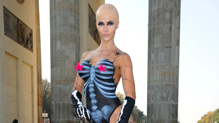 Halloween-Schock: Micaela Schäfer mit Glatze und Body-Paint