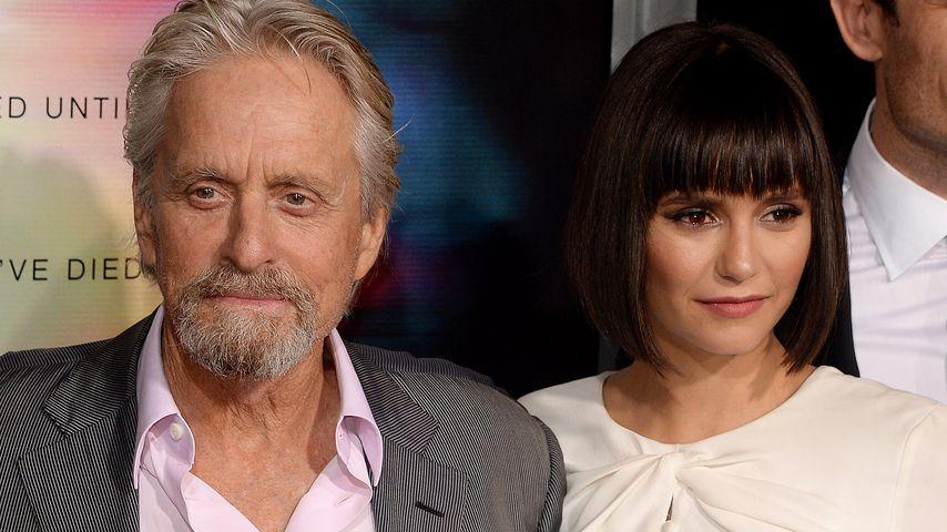 Neue Frisur Nina Dobrev Stiehlt Michael Douglas Die Show