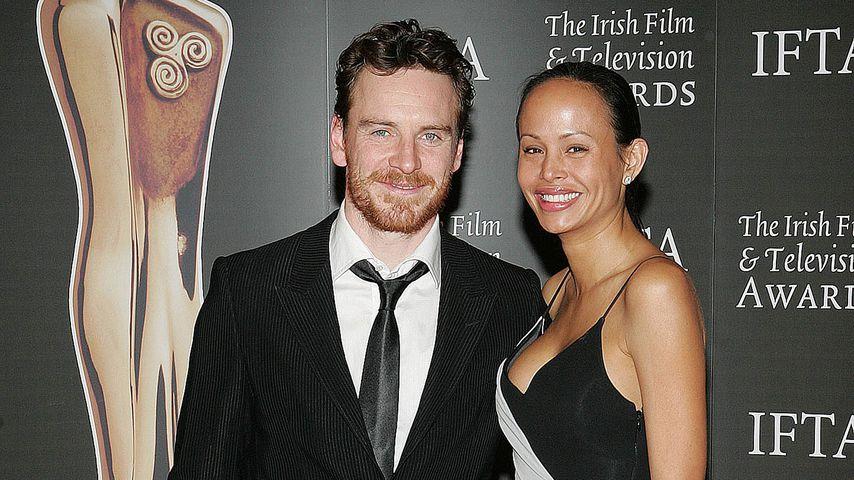 """Michael Fassbender und Sunawin """"Leasi"""" Andrews bei den Irish Film und Televison Awards 2009"""