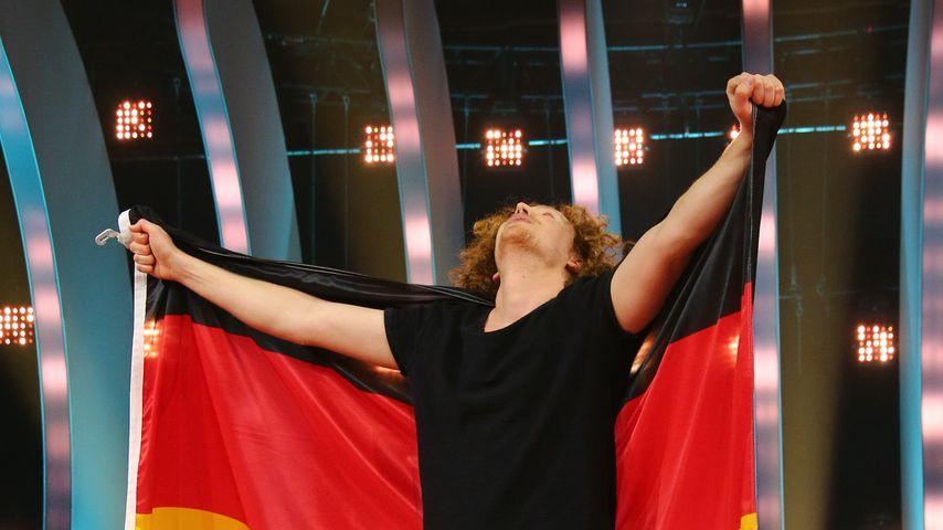 Michael Schulte mit Deutschlandflagge nach dem ESC 2018