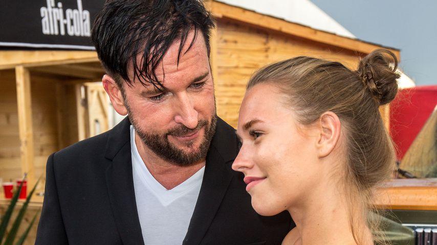 Michael Wendler und seine Freundin Laura beim Schlagerhammer Festival in Berlin