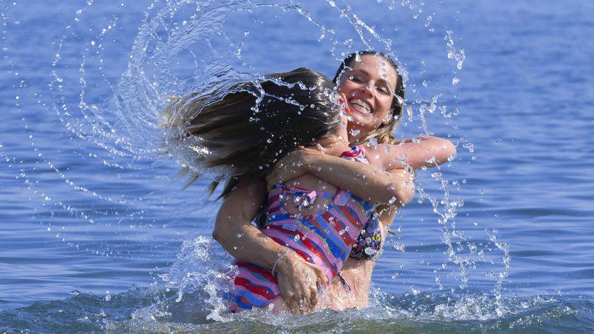 Süßer Wasserspaß: Hier tobt Michelle Hunziker mit ihren Kids