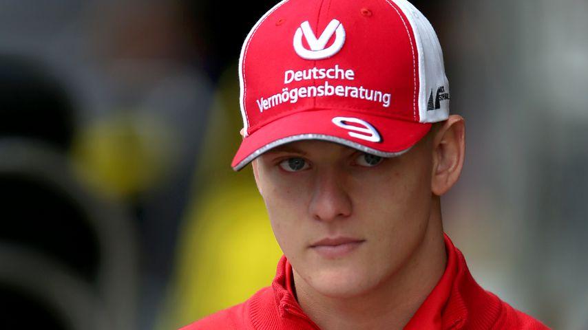 Feuerlöscher in Mick Schumachers Formel-2-Wagen explodiert!