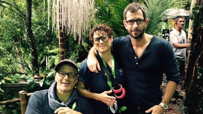 Micky Beisenherz mit seinen Kollegen am Dschungelcamp-Set