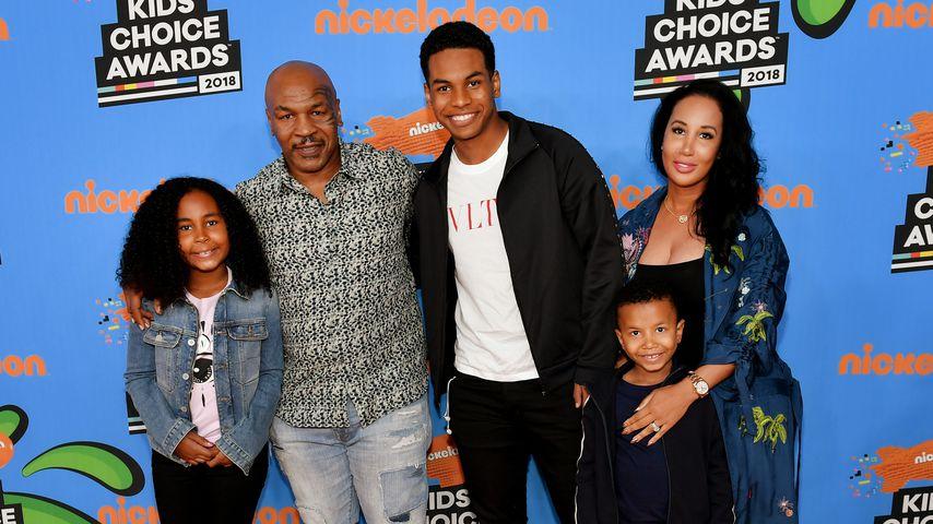 Mike Tyson und seine Frau Lakiha mit ihren Kindern Milan, Miguel und Morocco