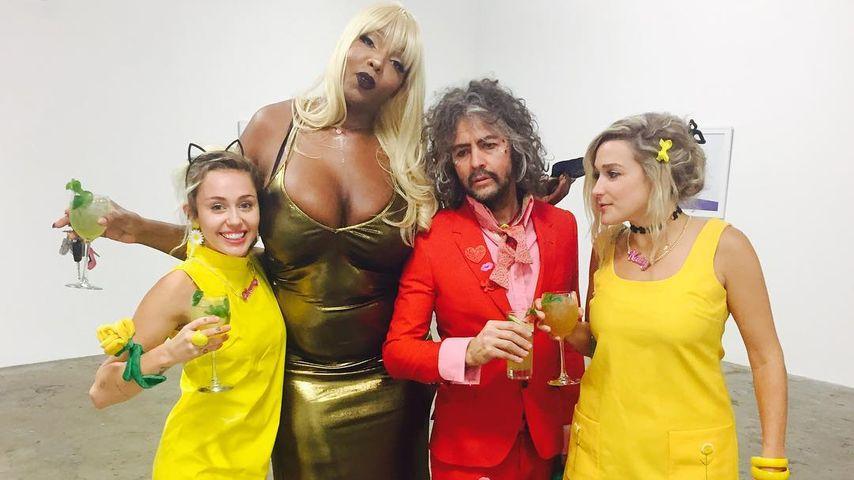 Sängerin Miley Cyrus und Freunde