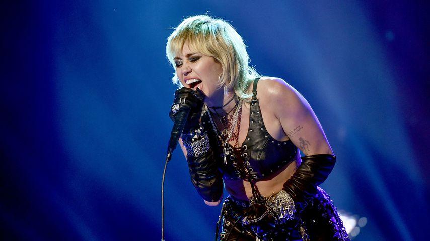 Miley Cyrus auf der Bühne, November 2020