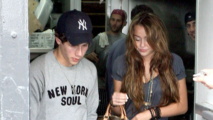 Knutsch-Desaster? Nick Jonas lästert über Miley Cyrus' Kuss!
