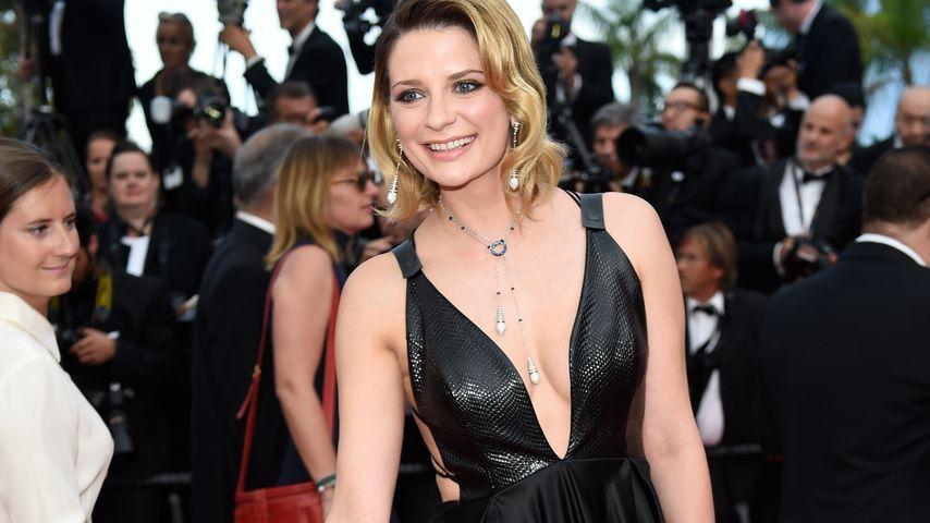 Happy & verführerisch in Cannes: Mischa Barton sexy in Leder