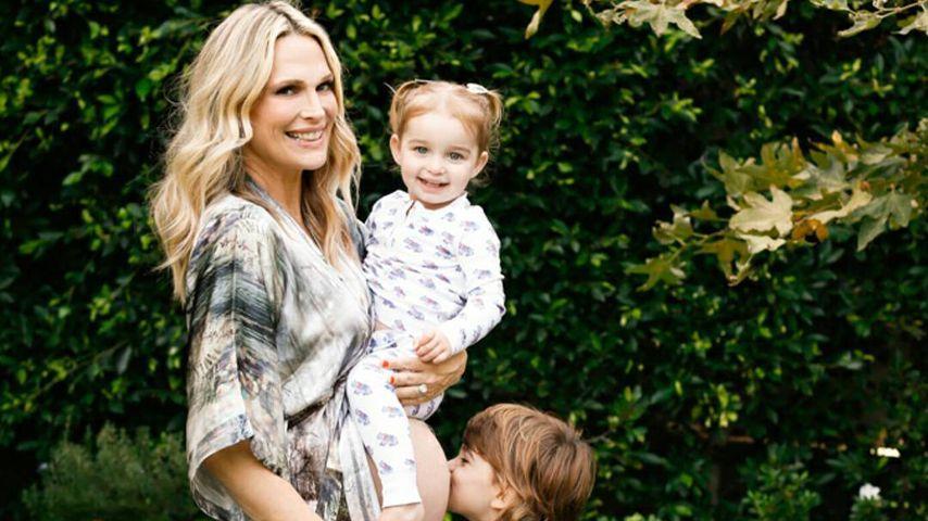 Molly Sims mit Babybauch und ihren beiden Kindern
