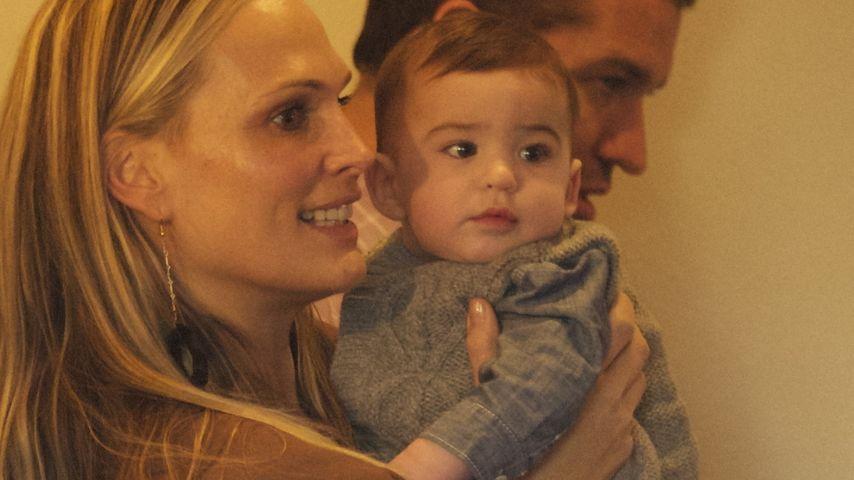 Beim Shopping: Molly Sims zeigt ihr süßes Baby