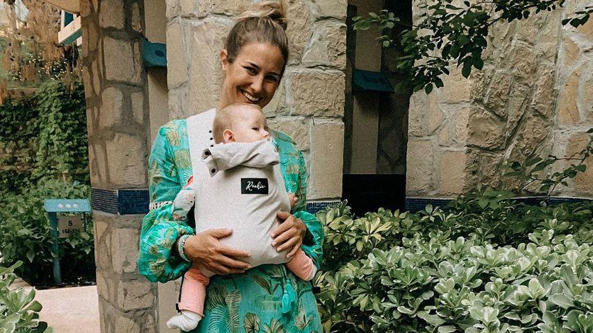 Mona Stöckli mit Baby Clea