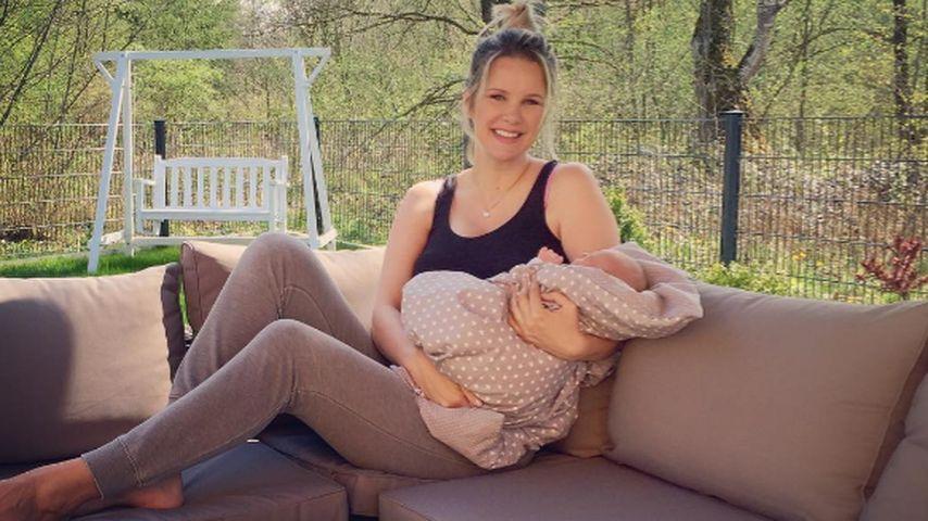 Endlich zuhause: Monica Ivancan relaxt mit Baby Anton