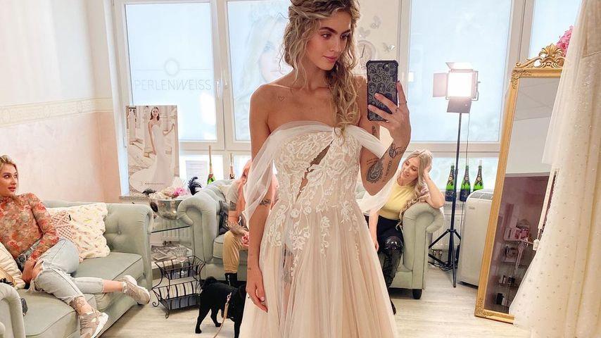 Nadine Wimmer bei der Brautkleidanprobe, Kleid Nummer 4