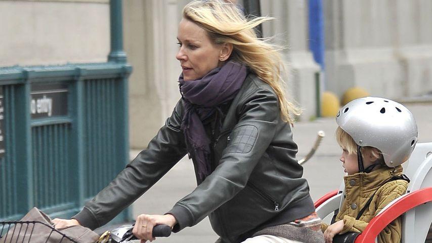 Naomi Watts: Rasante Fahrradtouren mit ihren Kids