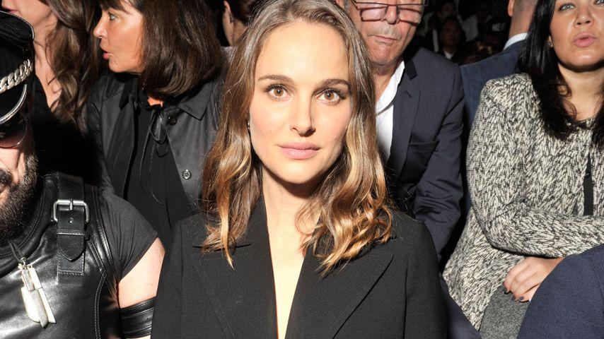 Natalie Portman in der Front Row bei Dior in Paris