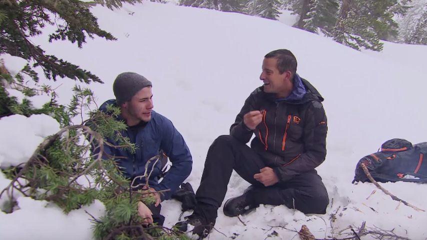 Nick und Bear am Lagerfeuer