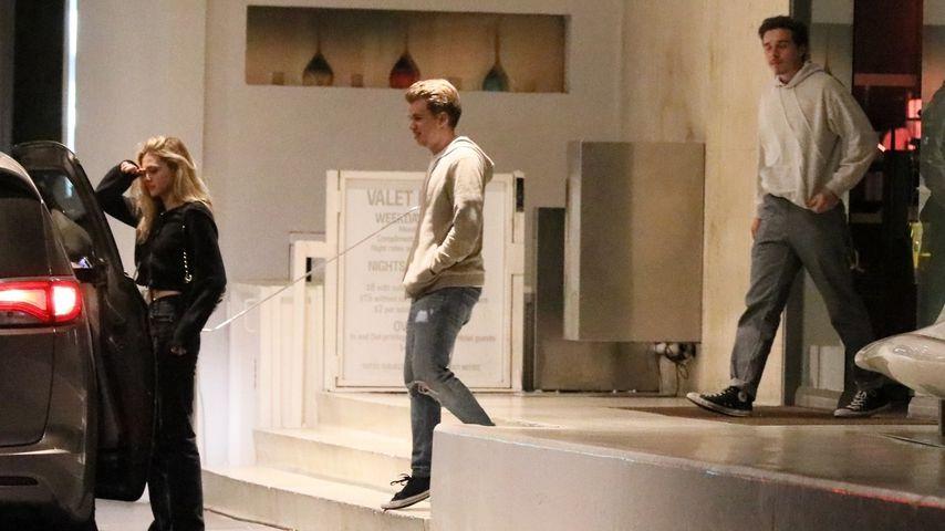 Nicola Peltz und Brooklyn Beckham beim Verlassen eines Hotels, 2019