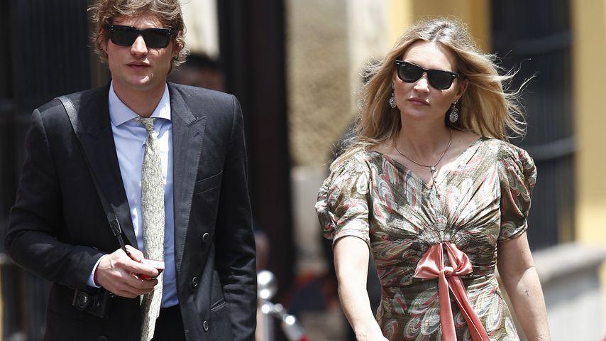 Verdächtiger Ring am Finger: Ist Kate Moss etwa verlobt?