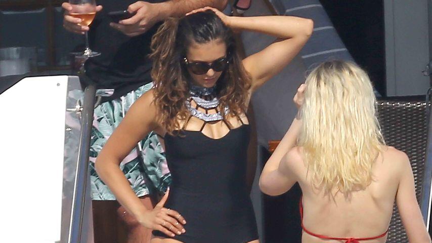 Dekolleté-Badeanzug: Nina Dobrevs sexy Urlaubs-Show