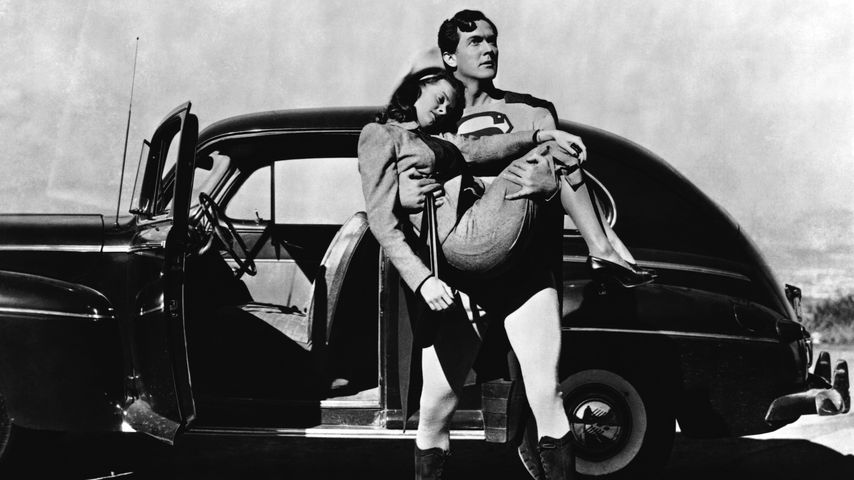 "Noel Neill und Kirk Alyn am ""Superman""-Set 1948"