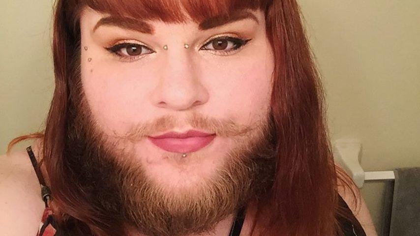 Nach 14 Jahren Rasur: Vloggerin steht endlich zu ihrem Bart!